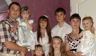 Gennady Arkhypov with his family